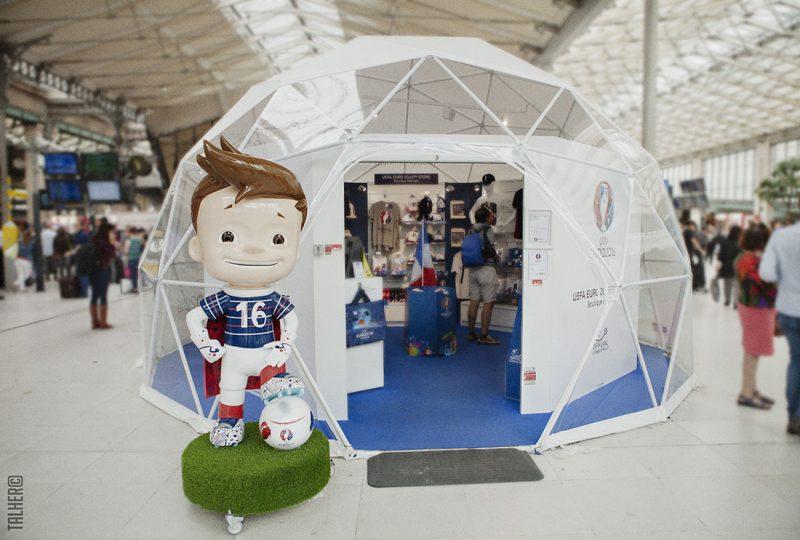Photographe architecture mobile boutique UEFA gare du Nord